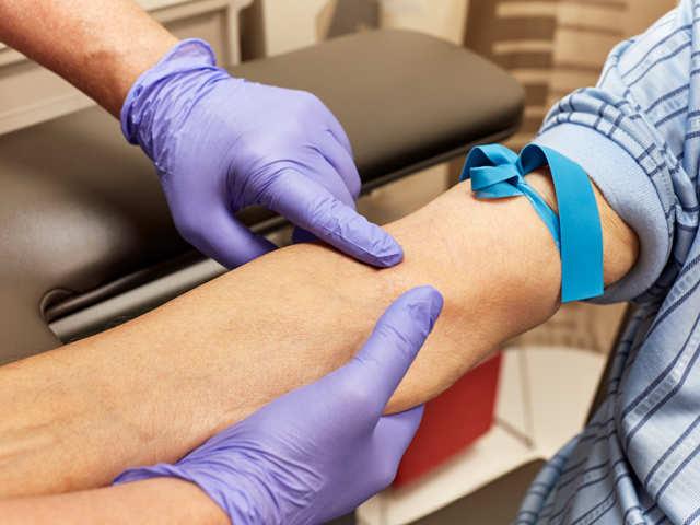 Faire un test sanguin régulier est impératif pour maintenir une bonne santé. Votre sang peut presque tout dire sur votre santé, il peut révéler des complications et vous aidera à contrôler votre alimentation.